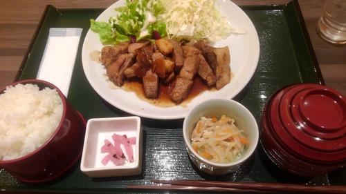 スーパー銭湯の食堂「おすすめ!大トンテキ定食!ごはん大盛無料1300円!」ワイ「うまそうやん」