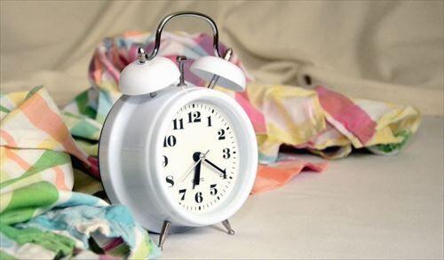 8時起きワイ「7:30か…まだ寝れるな…」スヤァ