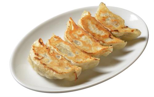 餃子の通は「ラー油」のみをかけて食べる。たっぷりの胡椒と酢に少量のラー油は邪道
