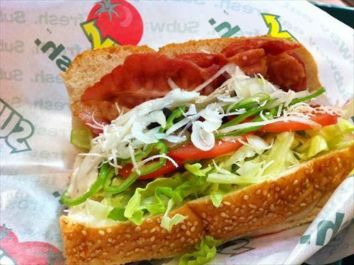 サブウェイ店員「パンの種類と入れない野菜とソースをお願いします」お前ら「あ…あ…」