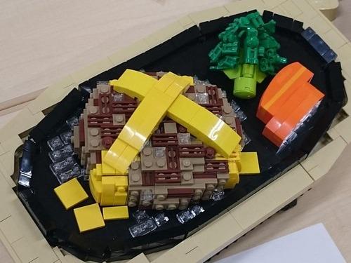 東大駒場祭のレゴ部の展示にチーズハンバーグが現れる