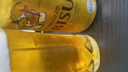 【悲報】ワイ、おいしいと言われているエビスビールを飲むも不味い