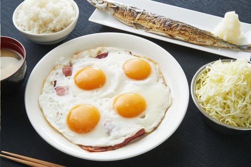 刃牙カフェが期間限定オープン  ごきげんな朝飯や14キロの砂糖水などコラボメニュー
