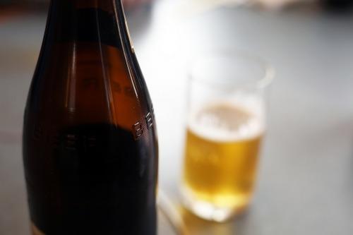会社の飲み会でビール注ぐ時に、「注ぐ時にキチンと調節してビール8、泡2にしろ」って怒られるんだぜ