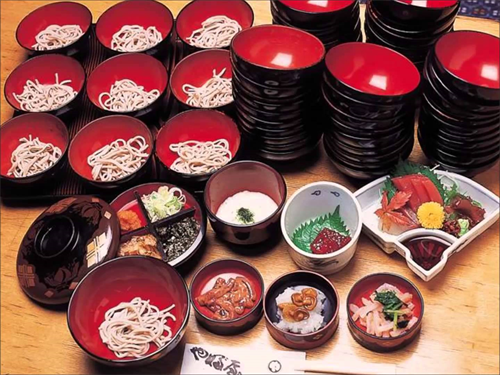 わんこそば選手権、10分で338杯食べた神奈川県の男性が3連覇