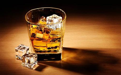 ウイスキーのストレート飲むやつwwwwwwwwwwwwwwwwww