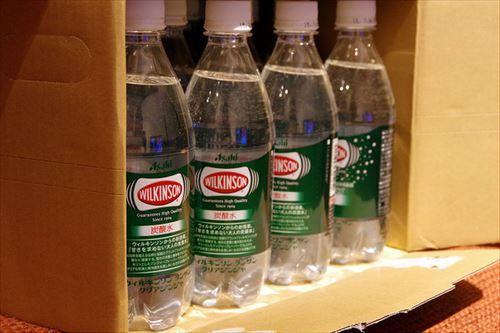 最近ウィルキンソンの炭酸水の1リットルペットボトルを毎日一本飲んでるけどジュース飲まなくなって痩せたし健康的になった