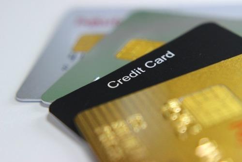 彡(゚)(゚)「リボ払い?どうせ詐欺なんやろ?ん?大手のカード会社もやっとるんかちょっと試してみよ」