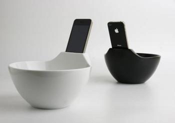 ぼっちの為のiPhone装着できるラーメン丼。コレでお前らもネットしながらラーメン食べれるな