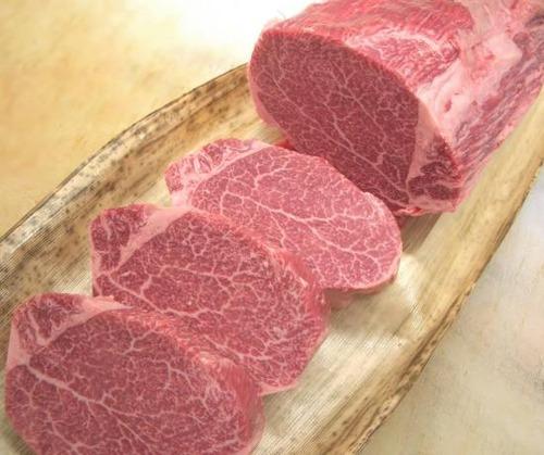 国産黒毛和牛A5肉とアメリカ産アンガス牛肉どっちを食べたい?