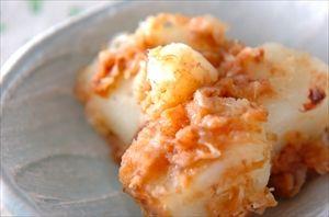 ゆでたジャガイモに梅干しをあえたら美味しかった。ツナがあればもっと最高。