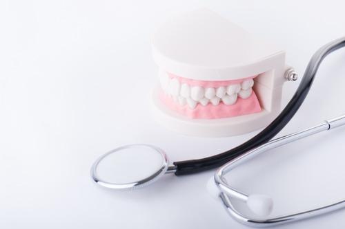 酷い虫歯で前歯を2本抜かないといけないんだが