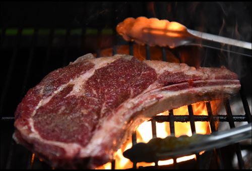 ステーキの焼き方でウェルダンが好きって奴wwww