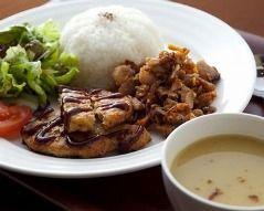 成田空港「イスラム教徒のためにハラール料理作ったのに、誰も注文してくれない…」