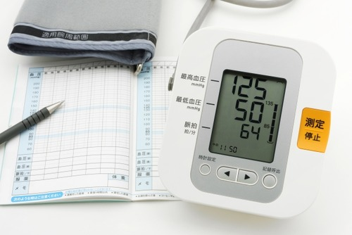 40代だが血圧174って普通か?