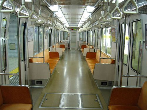 Osaka_subway_70_inside_R