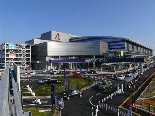 800px-Airport_Walk_NAGOYA_01_R