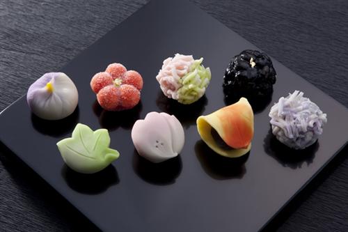 和菓子どころの石川県で和菓子店がここ20年ほどで半減 和菓子の消費額も低下トレンド