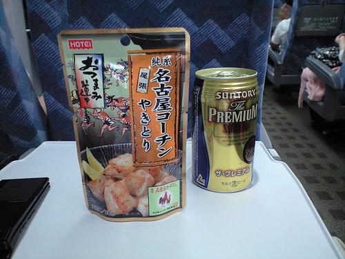 ワイ😊「せっかくの新幹線や!!ビール飲んだろ!!(プシッ」心ない人「あの...」