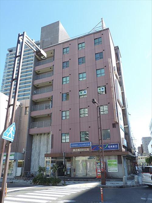 三大お前らの住むマンションの1階にあったら嬉しい店舗 コンビニ、コインランドリー、定食屋、サウナ付ジム、手作りパン屋 あと1つは?
