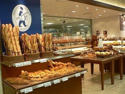 サンドイッチ工場でパートに時間外労働月139時間、残業代未払い パン製造販売大手「ドンク」を書類送検
