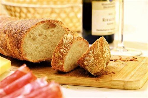 日本人はなぜ硬いパンを食べないのか