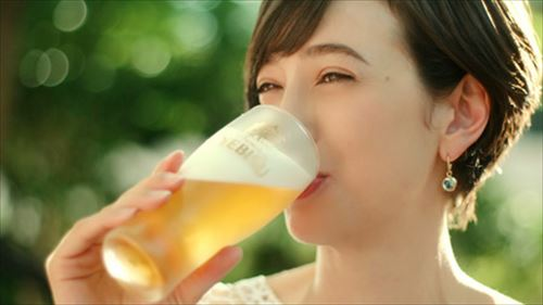 ビールや酒を美味そうに飲むCMは規制すべきだろ