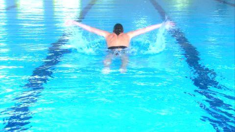 695980752-バタフライ-solenne-figues-水泳スポーツ-線