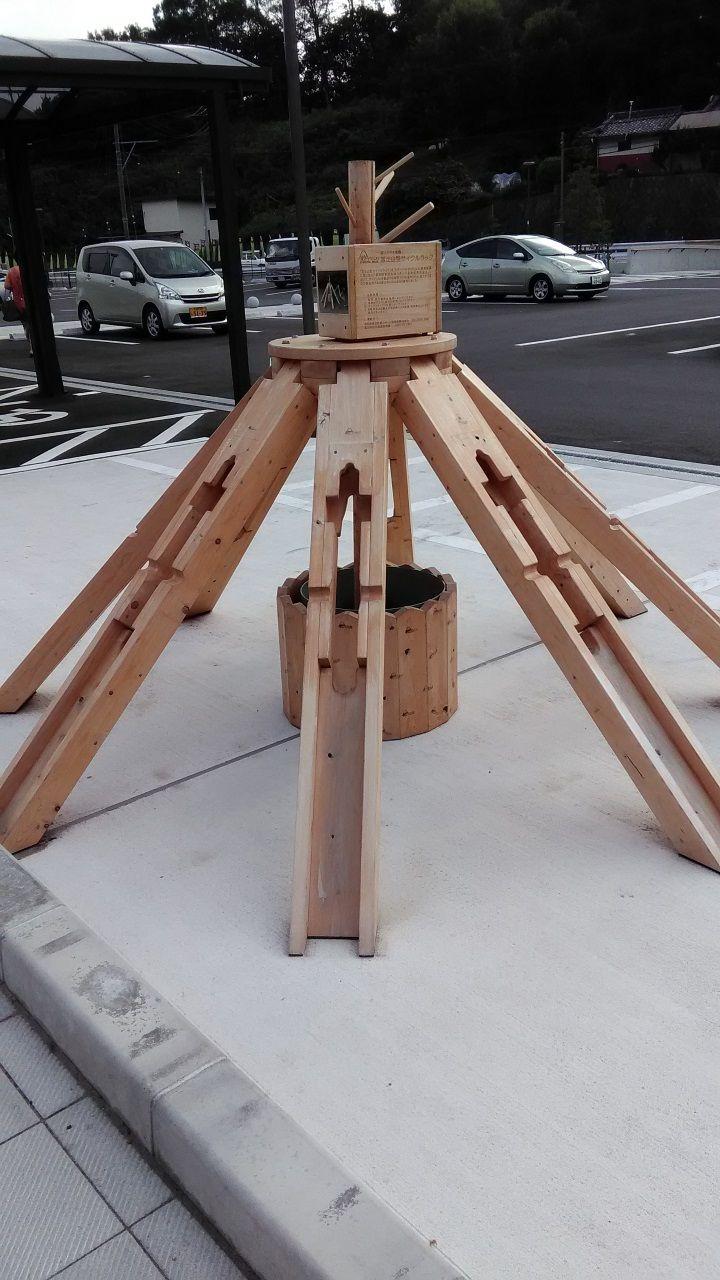 ヒノキで作った自転車置き場