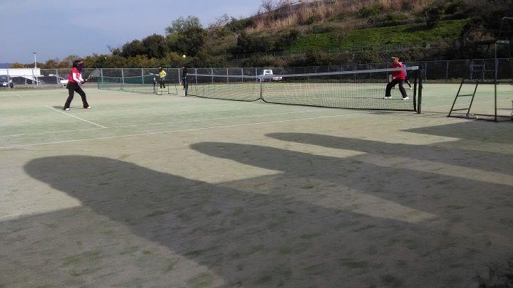 テニスでエンジョイ