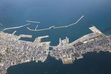 両津港全景 アイポートあり