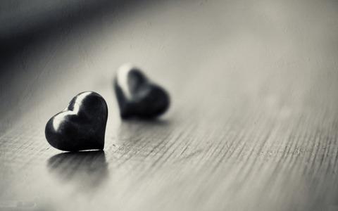 black-and-white-heart-desktop-background