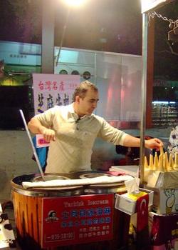 台湾の夜市で見かけるトルコ式アイスクリーム売り