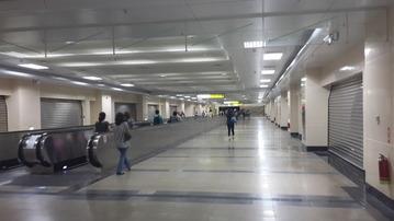 改修から7年、いまだシャッターが開かない台湾国鉄七堵駅