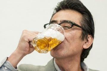 やはり日本人はどこへ行っても一気飲みか?