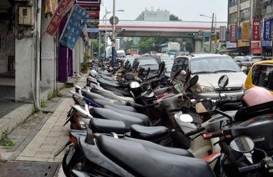 バイクが多い台湾でバスは時間通りにくることができるのか?