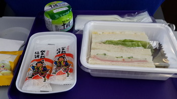 岡山発上海行きの機内食(朝ごはん)