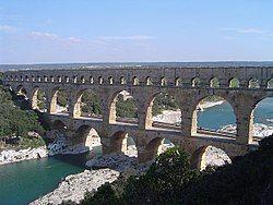 250px-Pont_du_gard