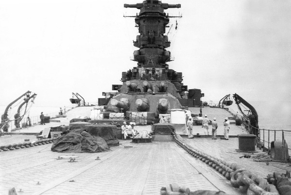 1280px-Musashi_battleship_in_1942