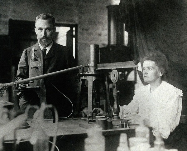 1024px-Pierre_and_Marie_Curie