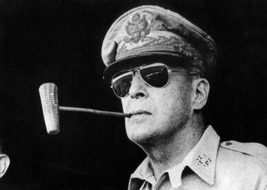 マッカーサー「よっしゃ日本占領したンゴwでも可哀想だから公用語は日本語のままにしたろw」