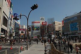 270px-ShinjyukuSt_EastGate (1)