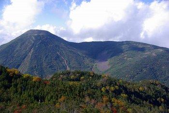 49 北峰から蓼科山を見る