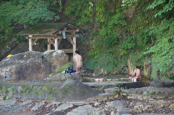 10 岩の湯の様子