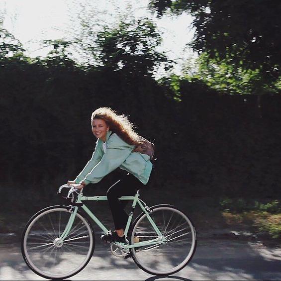 9edd3725d568e80f52b65ecdfb6a13b5--bicycle-girl-beauty-girls