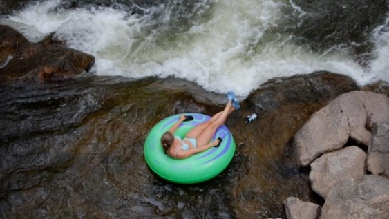 Rivertubing1_BoulderCreek_WhitewaterTubeCo