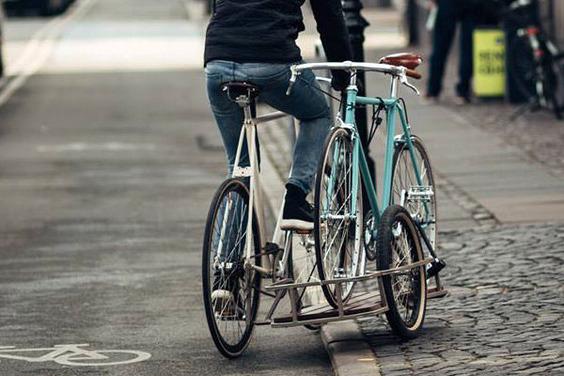 KP-Cykler_Sidecar_hauling_The-Perfect-Urban-Bike-600x400