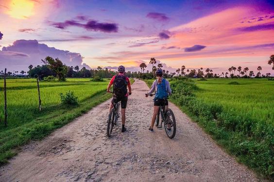 bikepacking-myanmar-sunset2