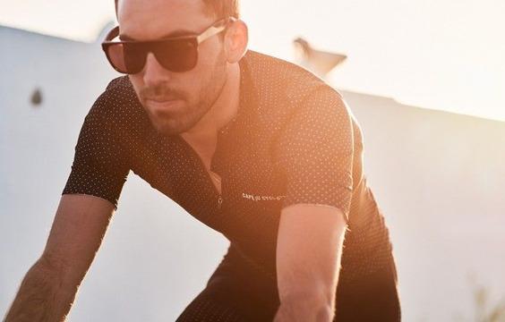 men-lightweight-cycling-jersey-fleurette-black-action-1