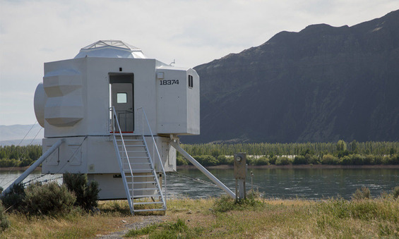 This-Tiny-Home-Is-Modeled-After-a-Lunar-Lander-1